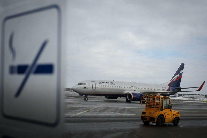 Минздрав против возвращения курилок в аэропорты