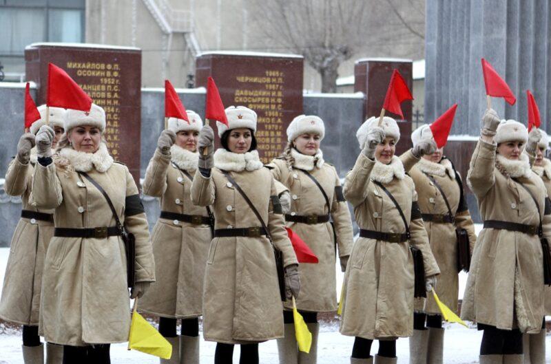 На дороги Волгограда выйдут девушки-регулировщицы