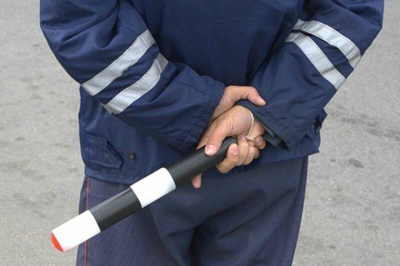 Под Волгоградом пьяный водитель без прав пытался дать взятку полицейскому