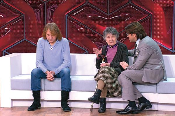 «Я её тянул с 1989 года»: исполнитель «Светки Соколовой» вышвырнул 93-летнюю мать из дома