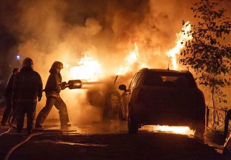 В Волжском при пожаре в гараже едва не погиб человек