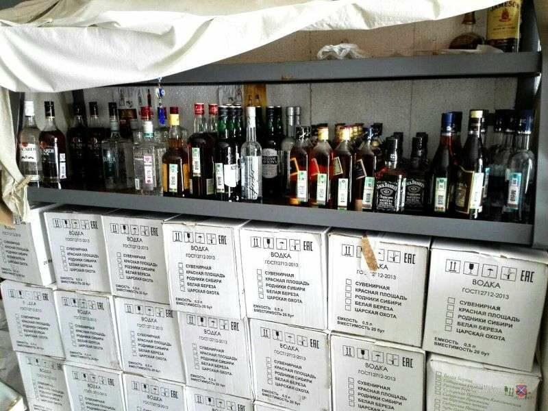 Двое волгоградцев ответят в суде за нелегальный алкоголь