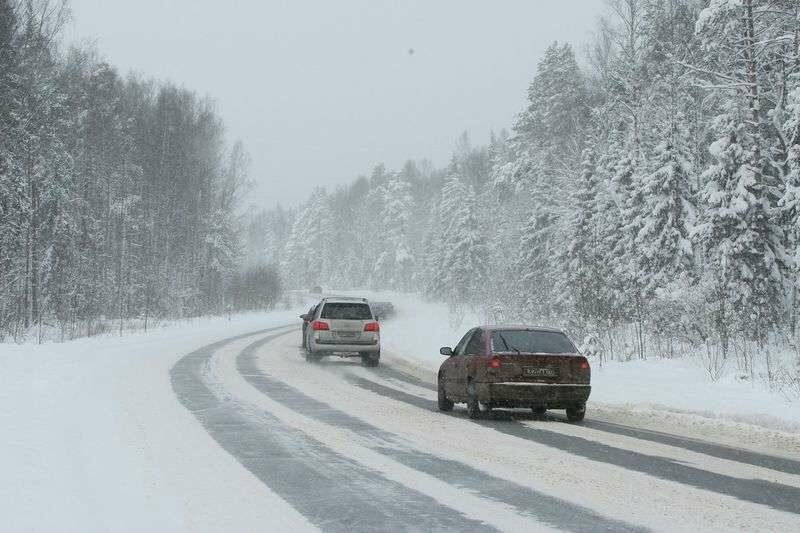 Трассу «Сызрань-Саратов-Волгоград» заваливает снегом