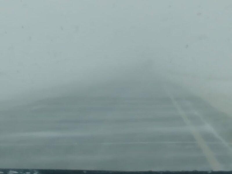 В Волгоградской области продолжаются работы по расчистке дорог от снега