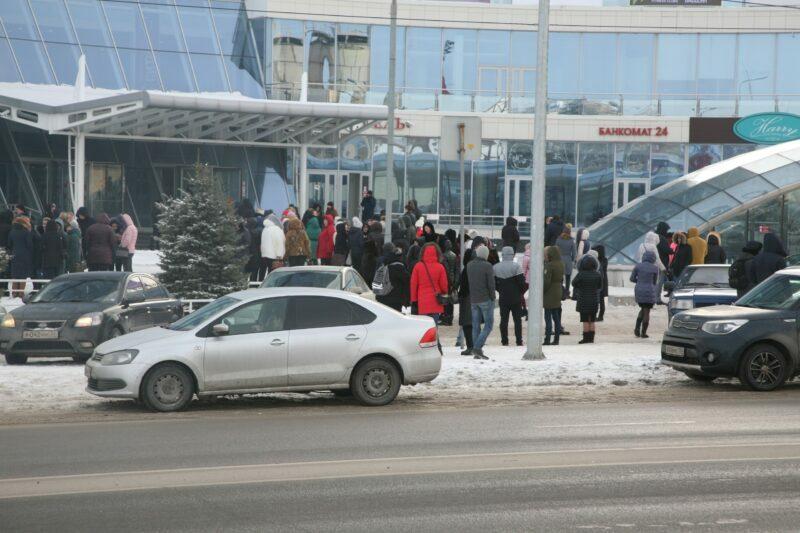 Волгоградцы сообщают об эвакуации в больнице №25 и еще в нескольких школах