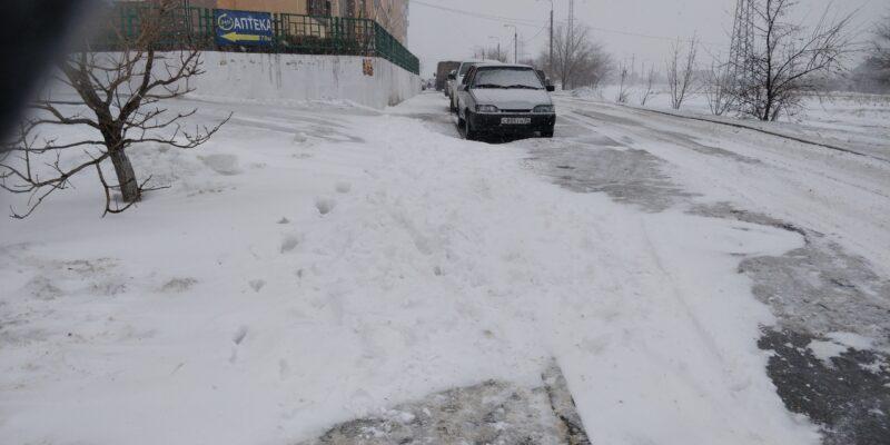 Не ждали: Нечищенные дороги в Волгограде привели к коллапсу