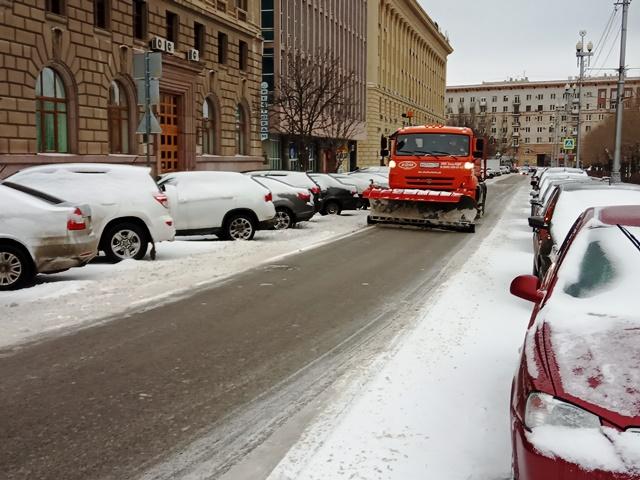Волгоградские коммунальщики отчитались об уборке снега с дорог 16 декабря