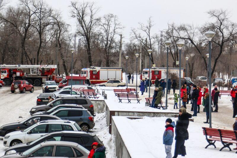 На севере Волгограда из торгового центра эвакуировали посетителей