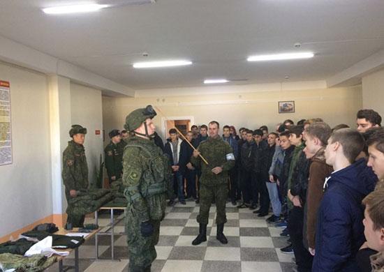Мотострелки провели День открытых дверей в Волгоградской области