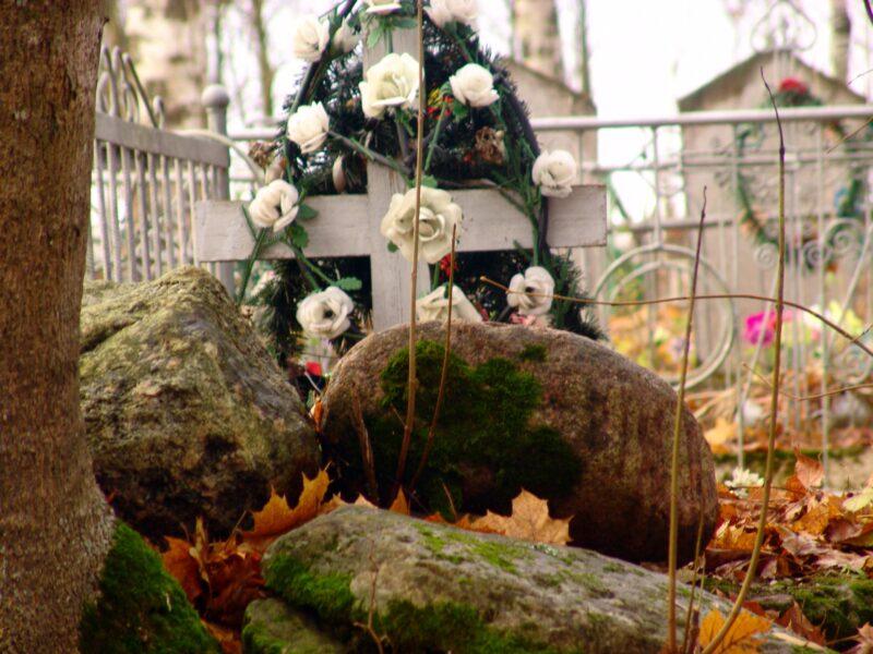Супруги из Волгограда обокрали кладбище