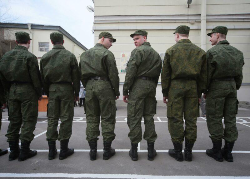 В Госдуме предложили повысить в 10 раз штраф за неявку в военкомат