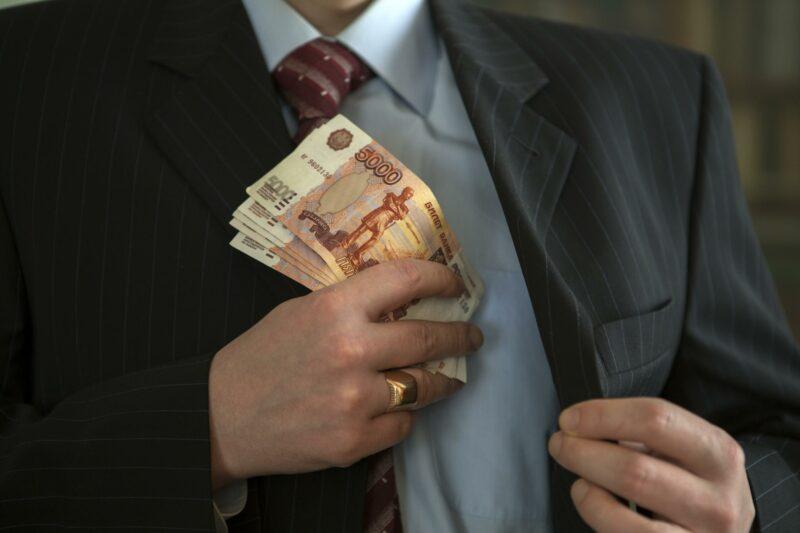 Очередного преподавателя вуза Волгограда уличили во взяточничестве