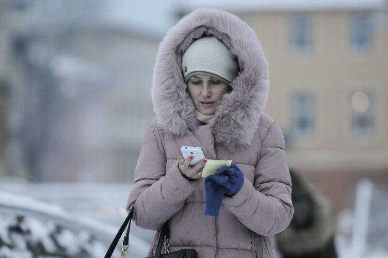 Как справиться с разрядкой смартфона в мороз