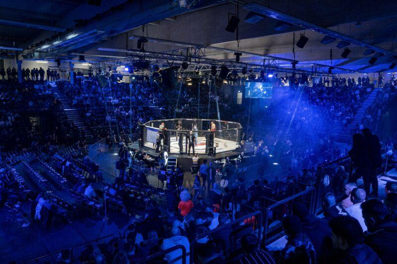 Россиянин снова получил удар между ног в Bellator