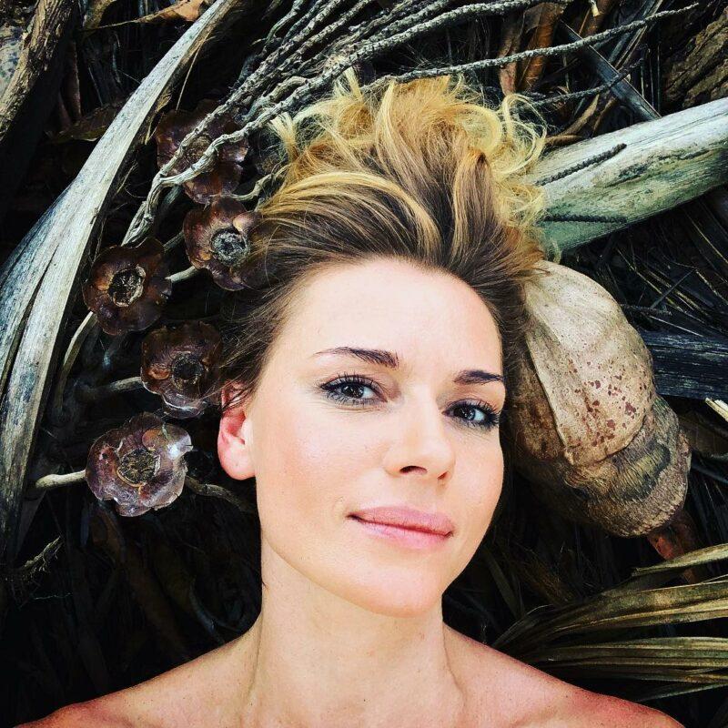41-летняя Любовь Толкалина впечатлила пользователей танцем живота