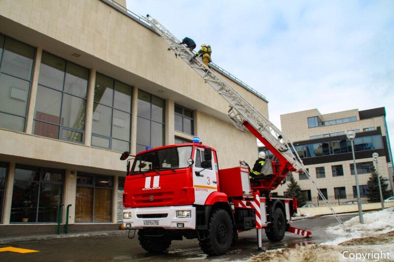 В волгоградском ГДЮЦе прошли пожарно-тактические учения