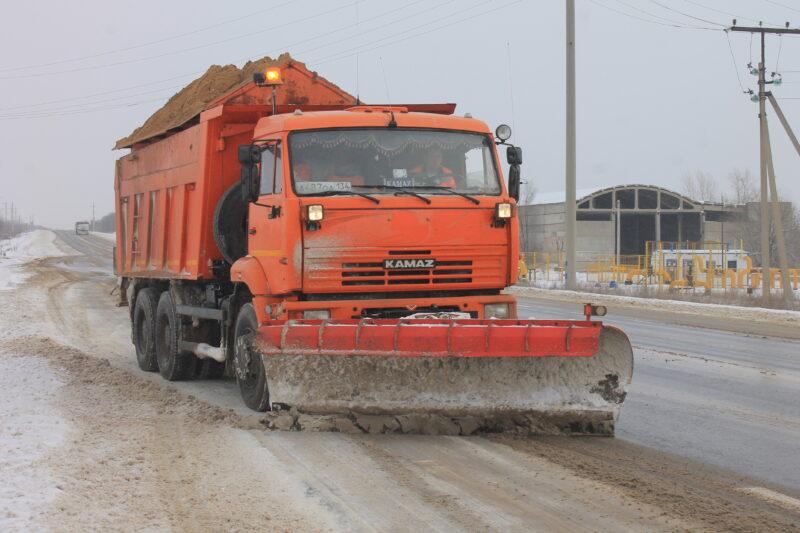 Дорожные службы предупреждают о снегопаде и метели на трассах региона