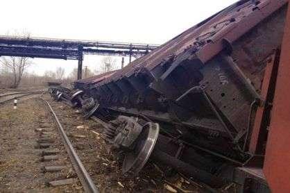 В сходе вагонов с рельс в Михайловке обвинили мастера линейного участка
