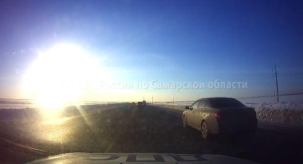 На трассе М-5 «Урал» полицейские преследовали водителя из Волгограда. ВИДЕО