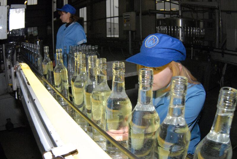 Минздрав предупреждает: крепкий алкоголь в России планируется продавать с 21 года