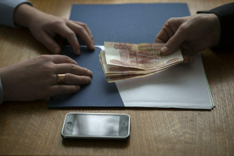В Волгоградской области женщина попыталась дать взятку, чтобы не получить административный штраф