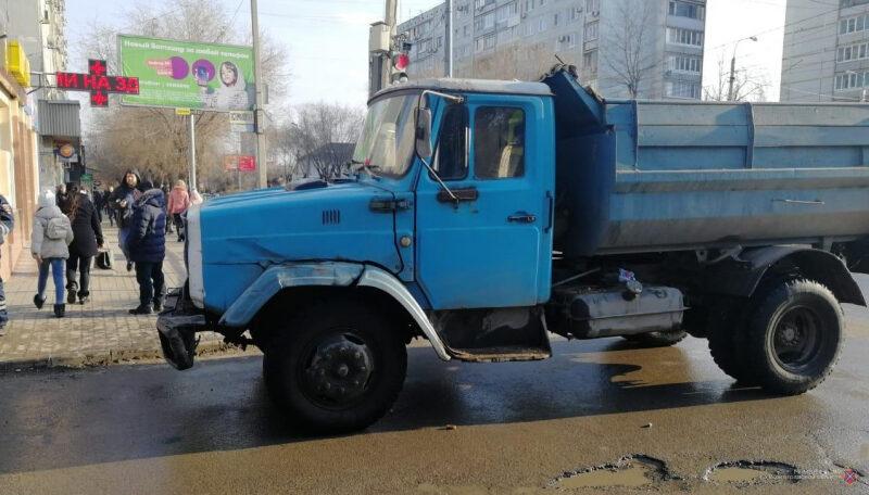 В Волгограде «ЗИЛ» сбил 7-летнего школьника