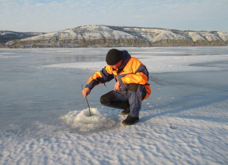 Рыбакам региона напомнили про хрупкий лед