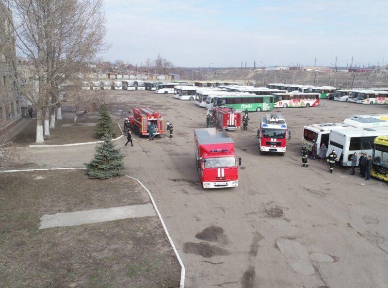 В автобусном парке Волгограда тушили условный пожар