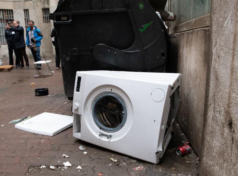 37-летний рецидивист из окна выбросил стиральную машинку соседа