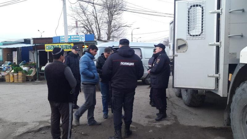 В Волгограде нагрянули с рейдом на ещё один рынок
