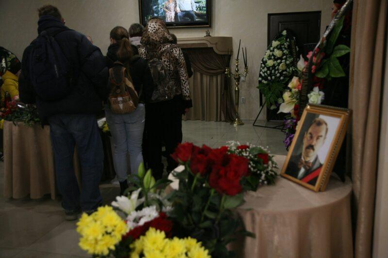В Волгограде простились с актёром Петром Зайченко
