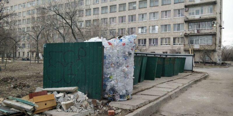 В Волжском по требованию «Управления отходами — Волгоград» убрали контейнеры для пластика?