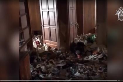 В Москве в заваленной мусором квартире нашли девочку-маугли