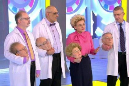 Малышева и ее соведущие пришли на эфир с собственными головами в руках