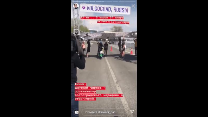 В Волгограде на финише марафона упала арка