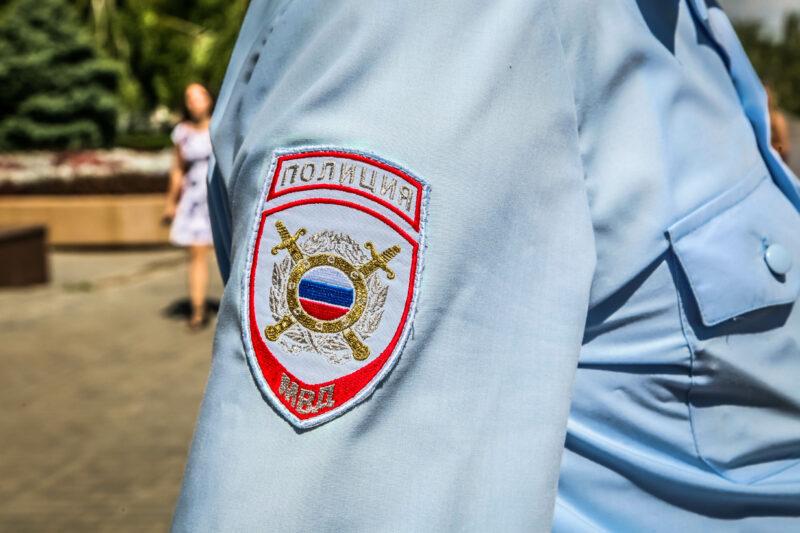 В Краснооктябрьском районе оперативники в дупле дерева нашли закладки с наркотиком