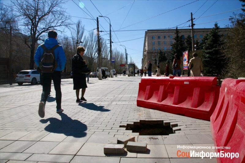«Это провал»: Мэрия Волгограда прокомментировала дыру на улице Порт-Саида