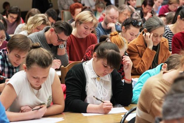 «Тотальный диктант» в Волгограде проходит на пяти площадках
