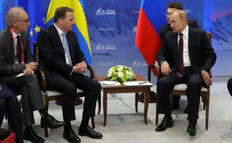 Путин назвал «бандитом» поправившего его переводчика. ВИДЕО