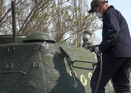 В Волгограде военную технику покроют 500 литрами краски