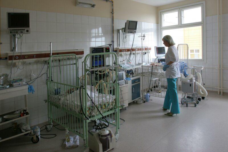 Волгоградцам разрешат посещать больных в реанимации
