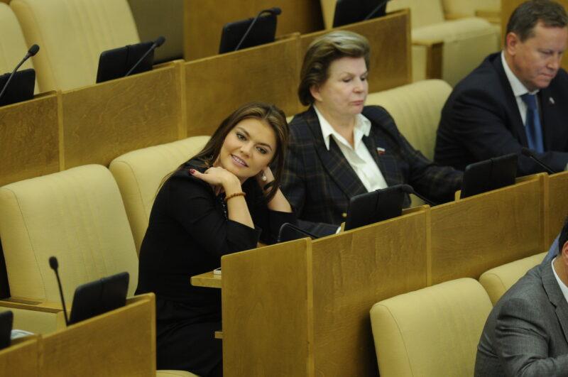 СМИ: 36-летняя Алина Кабаева родила двойню