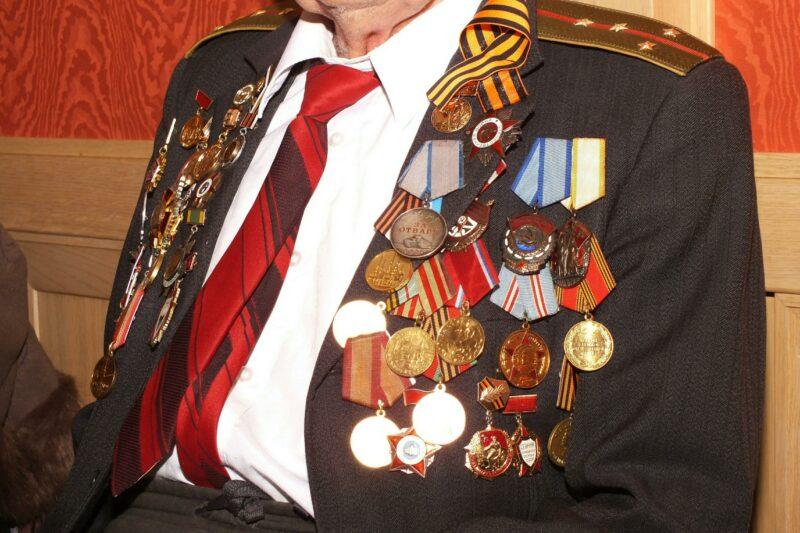 Коллекционер из Михайловки похитил медали ВОВ у пенсионерки