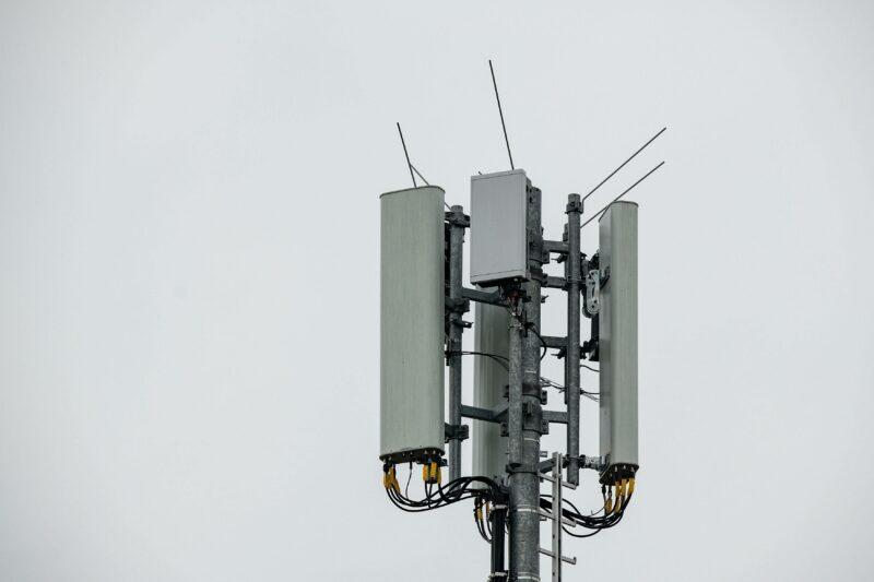 «Большая четверка» увеличила число базовых станций стандарта LTE