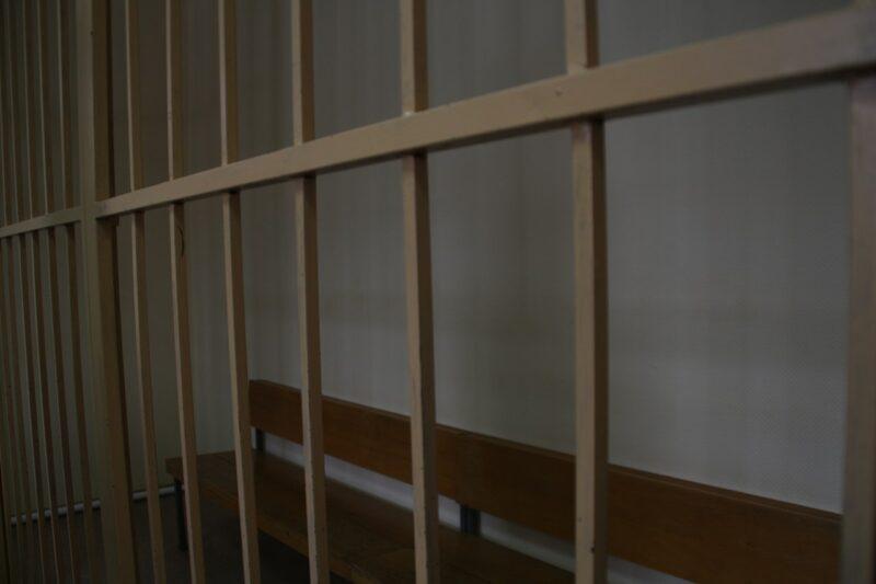 В Волгограде осудили сотрудника ФСИН за крупные взятки