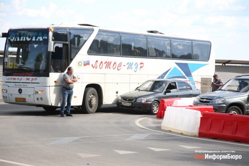 Элистинский автобус попал в аварию на Нулевой Продольной в Волгограде