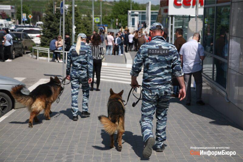 В Волгограде под проливным дождём эвакуируют тысячи людей