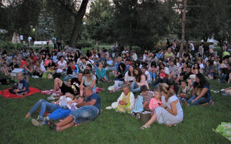 Волгоградцев приглашают посмотреть кино на траве