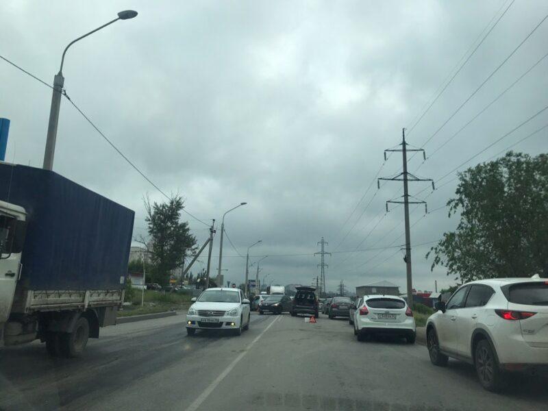 Тройное ДТП в Советском районе вызвало затор на дороге