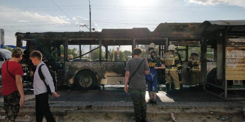 Был слышен взрыв: В Кировском районе загорелся пассажирский автобус №55. ФОТО